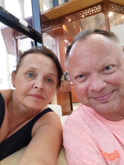 «SANDFASTE»: Kjell Even og Elin H. Teslow har vært «sandfaste» i snart to døgn på Tenerife.