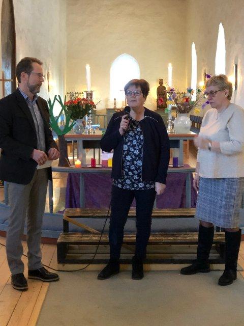 Bjørn Haugen Morstad, daglig leder i Sparebankstiftelsen, Marit Hegli, konstituert kirkeverge i Lunner og Ragnhild Western, leder i fellesrådet.