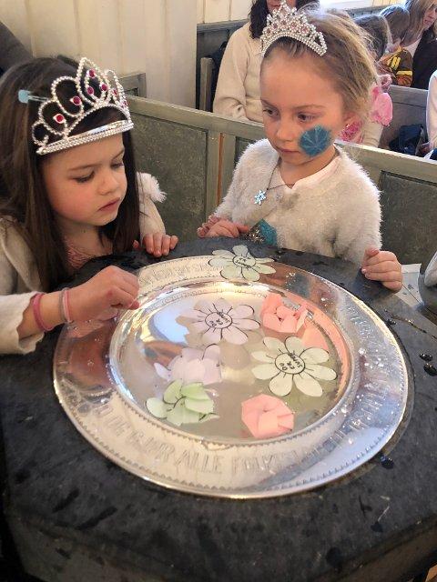 Karnevalstid: Emilia Benoni og Ida Brokerud.