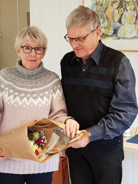 Seniornett: Avtroppende styreleder Britt I. Blomquist sammen med nyvalgt leder, Per Chr. Christensen.