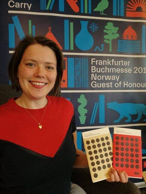 LESEOMBUD: Ellen Trautmann Olerud bruker fritiden sin på å lese høyt for andre som ikke kan lese selv.