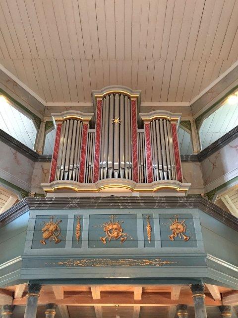 KONSERT: Guy Poupart skal spille orgelkonsert i Jevnaker kirke onsdag formiddag.