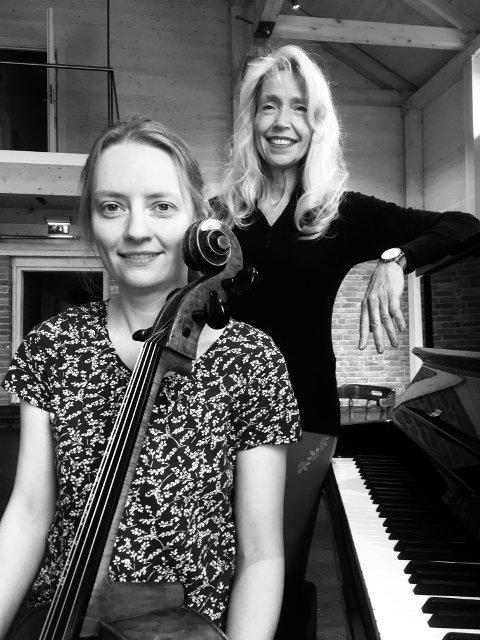 TIL GLASSLÅVEN: Rosamund Brown og Inger Jorstad holder konsert i Glasslåven lørdag.