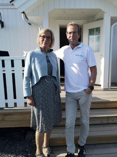 LEDERE: Leder av Sparebankstiftelsen JLN, Bjørn Morstad og leder av Lunner Husflidslag, Kari Hovland Aasen.