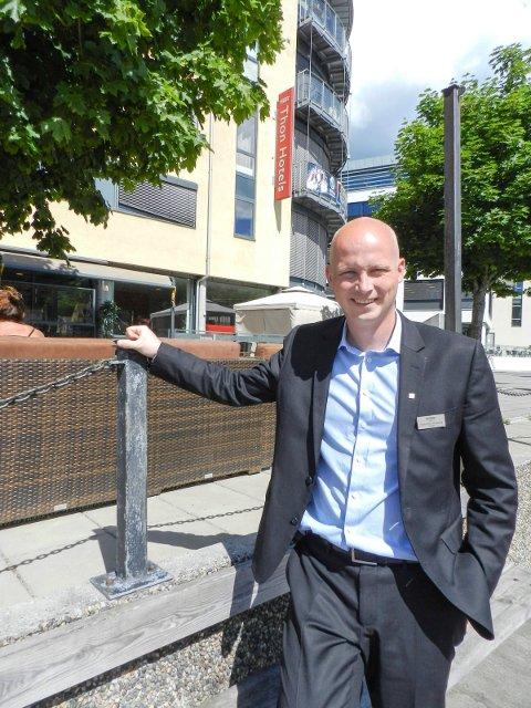FORNØYD: Tom-Erik Sandberg er hotelldirektør ved Thon Hotel Brygga.