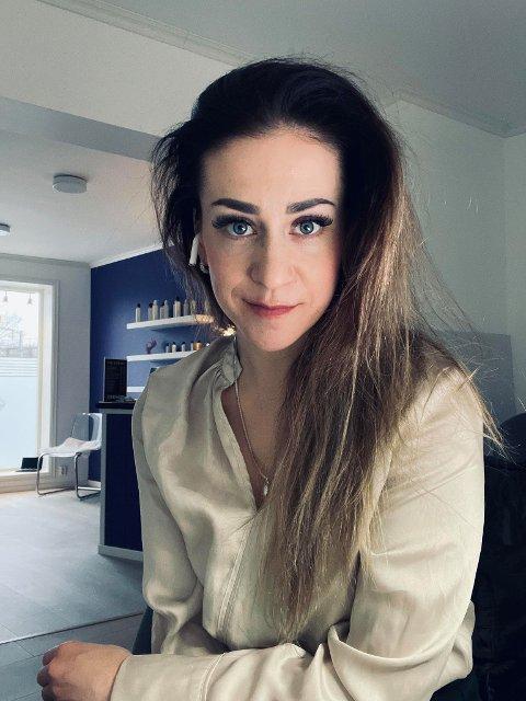 SATSER: Maja Stang flytter Min Lilla Salong fra Kirkegata til Tista senter i april. - Jeg gleder meg, sier 34-åringen som driver med negldesign, permanent makeup, vippeextention og styling av bryn.