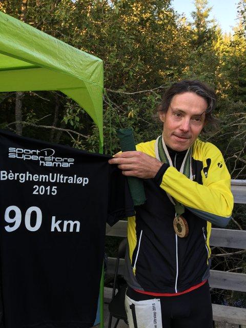 T-SKJORTE: Ultraløper Arne Martinus løper gjerne to ganger maraton for å få ei t-skjorte.