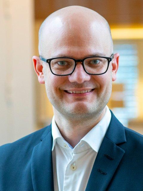 Stig-Øyvind Blystad (39) fra Hamar er ansatt som politisk rådgiver for samferdselsminister Knut Arild Hareide (KrF).