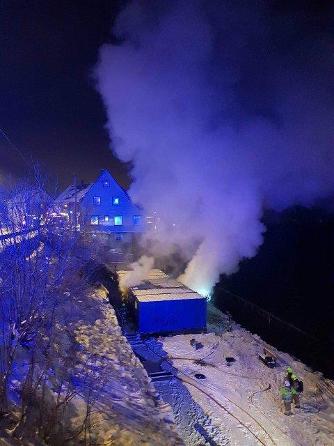 Brann: Brakkeriggene stod i fyr torsdag kveld.