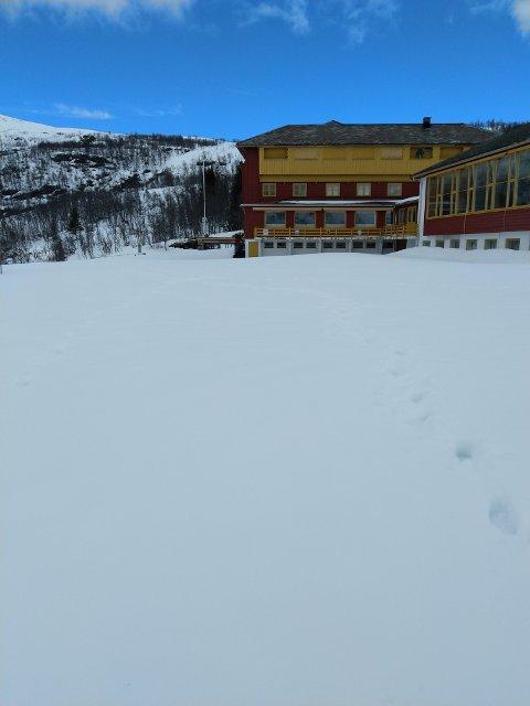 - I dag såg det slik ut ved Fossli Hotel, skriv Destinasjon Eidfjord i sitt måndagsbrev denne veka.