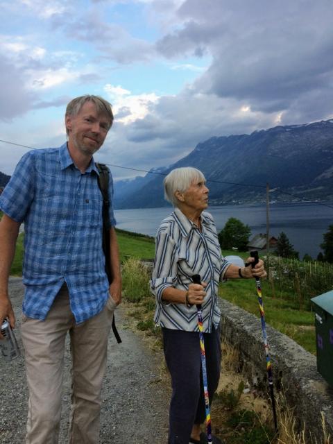 Rune og Kari Byre. Kari vart sendt på langtidsopphald på Utneheimen, etter å ha fått fleire korttidsopphald på Bråvolltunet i Kinsarvik.