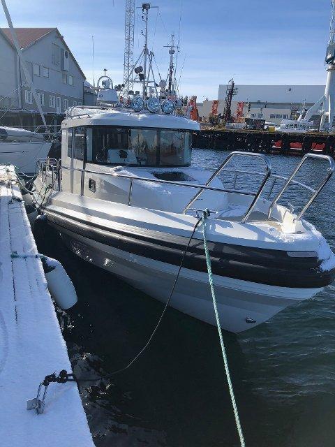 SAVNET: En fritidsbåt på 31 fot på vei fra Sandnessjøen til Hjellestad utenfor Bergen er savnet. En større leteaksjon er satt i gang.