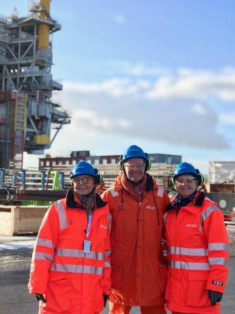 Anne Gine Hestetun, Arne-Christian Mohn og Solveig Ege Tengesdal under dagens Aibel-besøk.
