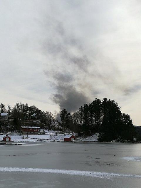 – DET VERSTE ER OVER: Det kan se dramatisk ut, men årsaken til røyken er nødvendig fakling på Kårstø.