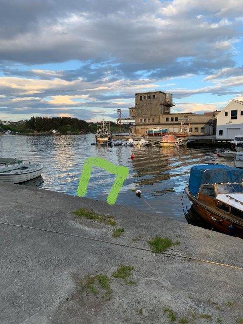 BORTE: Dette bilde la Bjarne Andreas Kallevåg med Facebook-innlegget. For der båten hans egentlig skulle ligge, var det helt tomt da han kom onsdag ettermiddag.