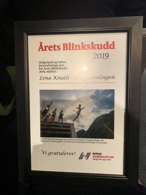 Beviset: Her står det svart på hvit at Helgelendingens fotograf har tatt det beste journalistiske bildet i 2019.