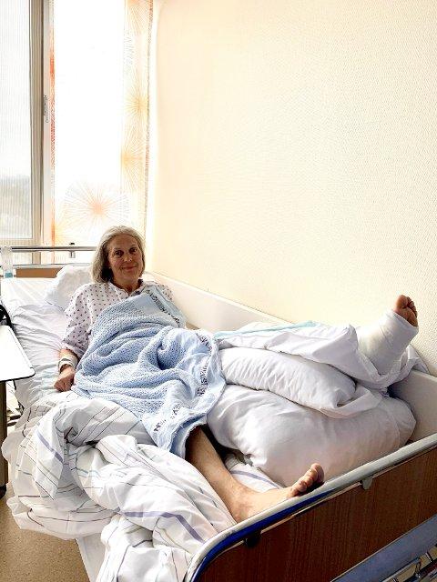 MED GIPS: Gry er for tiden ved Helgelandssykehuset Mo i Rana og venter på operasjon ved St Olavs.