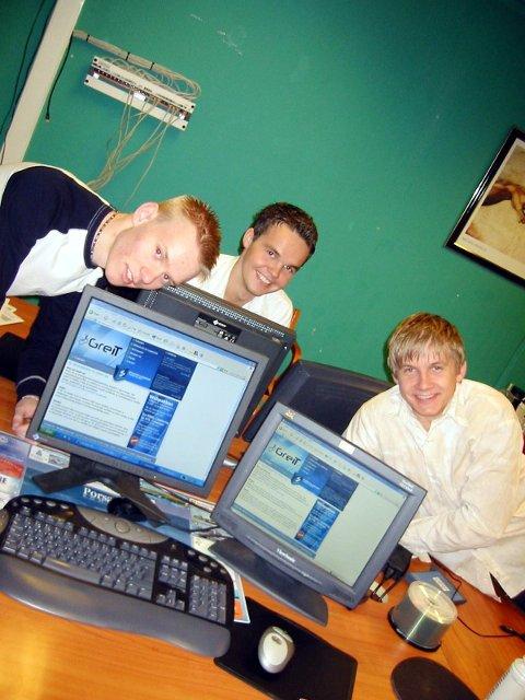 Lakselvguttene Jonas Follesø (t.v), Gøran Hansen og Espen Linløkken har suksess med sitt dataselskap GreIT AS skrev Finnmark Dagblad om 11. november 2004.