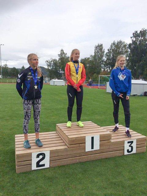 KASTETALENT: Vilde Myhre (13) fra Hammerfest følger i fotsporene til mange andre friidrettstalenter fra Hammerfest. I helgen ble det 1. plass i kule i J13-klassen under Lerøy-lekene.