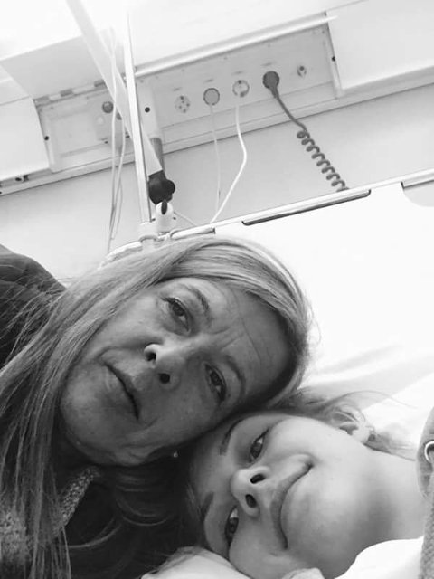 STØTTE: Eirin Daniloff sin mor var med store deler av sykehusoppholdet i Tromsø, og støttet datteren så godt hun kunne.