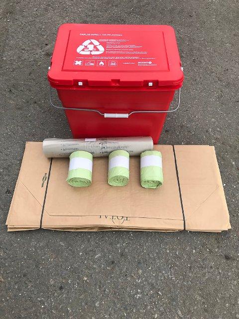 RØD BOKS: Denne røde boksen skal bruker til å oppbevare små elektriske gjenstander og miljøfarlige produkter. Den er også barnesikret.