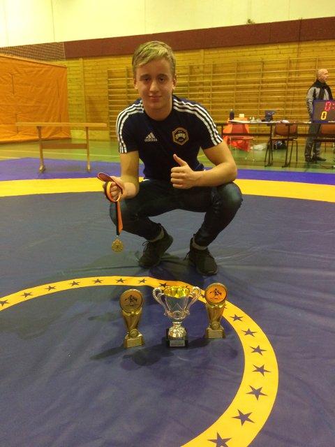 BEST: Edvard Wartiainen Rønning ble kåret til beste bryter i Solmun Larsen Cup i Mehamn.