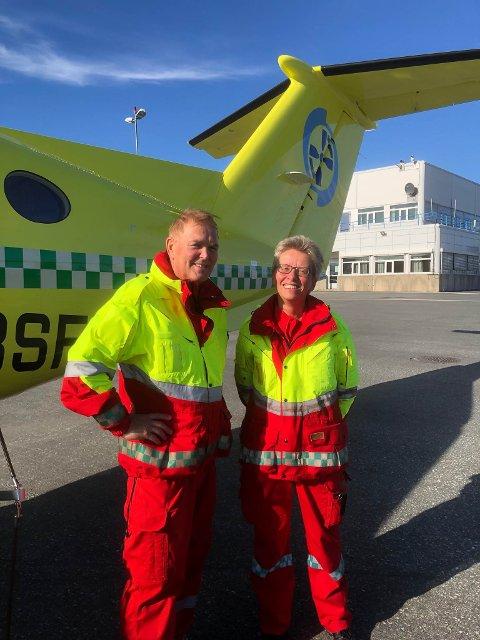 Anisitetslege Oddvar Kvalsvik og sykepleier Kari Gundersen jubler over den nye ordningen, som gjør at leger kan rykke ut med ambulanseflyene når det trengs.