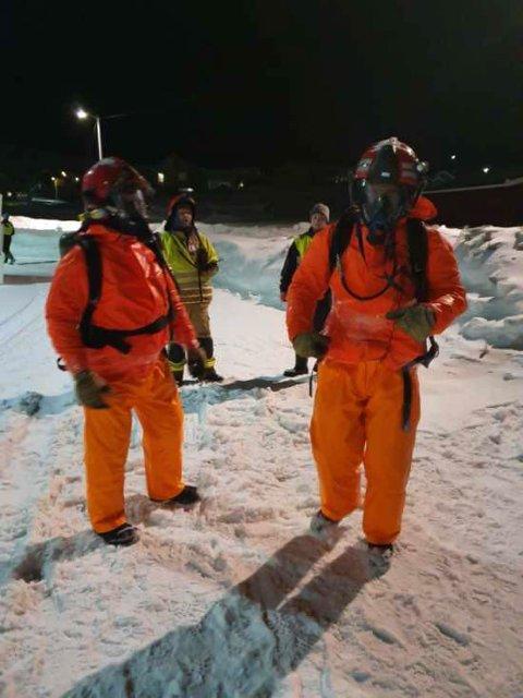 LEKKASJE: Da det ble meldt om en stor gass-lekasje i Kjøllefjord tok Lebesby brann og redning saken i egne hender.