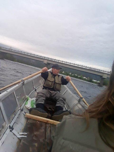 TRE BLANT DE 300: Ante Andersen Sara kan glede seg til mange turer i elva til sommeren.