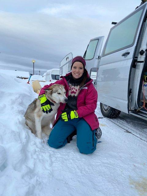 HÅPER HUN KAN DELTA: Silje Máret Somby fra Karasjok forbereder seg som normalt foran Finnmarksløpet, men er ikke sikker på om kroppen er hundre prosent etter tirsdagens ulykke..