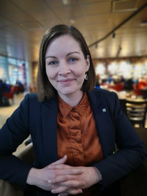 Jeg tror også mange kvinner ser for lite forretningsmessig på det å innta et styrerom, skriver Linda Heltne.