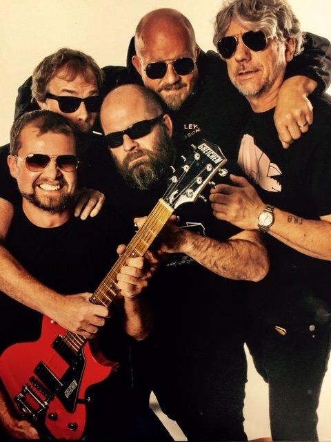 HOBBYBAND: Det gir energi å spille i band. Det er Selveste Bursdagsbandet et bra bevis på. Fra venstre: Kjartan Gjelvold, Henning Friedrich, Egil Skjelbred, Jon Håkon Boneng og Stein Roger Brønseth.