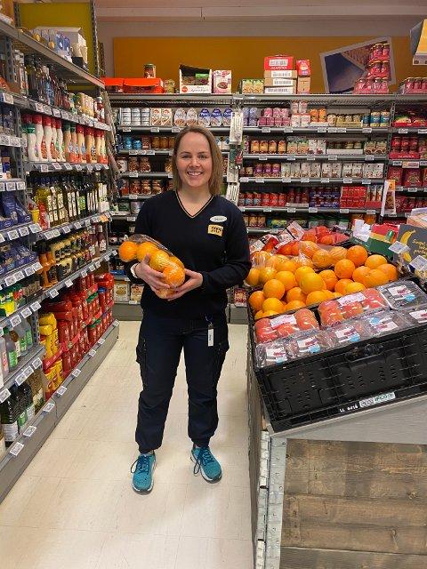 REKORD: Da butikksjef Monica Røyseng Ottesen stengte for kvelden 30.april  kunne hun konstatere ny omsetningsrekord på 141.087 kroner.