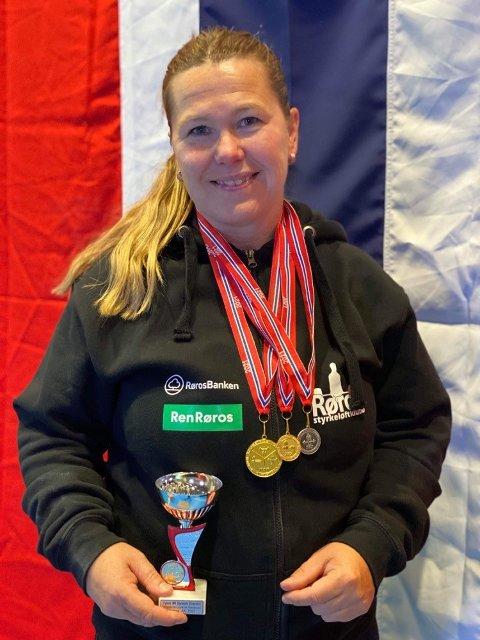 NORGESMESTER: Hilde Haavik Dretvik fra Straumen gikk av med seieren i årets NM i Styrkeløft i Molde. Nå blir det VM i Sverige neste helg.