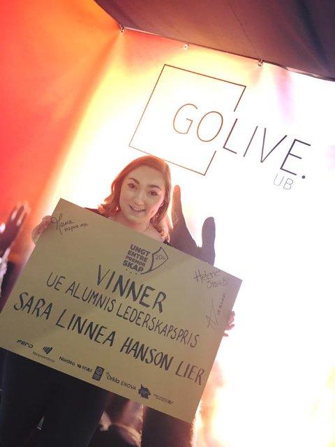 GLAD OG STOLT VINNER: Sara Linnea Hansson Lier i GoLive EB ble årets daglige leder under NM. FOTO: PRIVAT