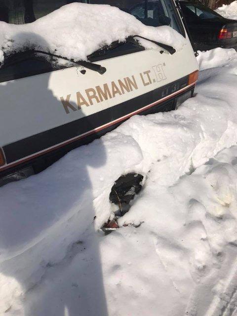 PÅKJØRT: Lars Erik Ottershagens campingbil ble påkjørt av brøytebilen. FOTO: PRIVAT