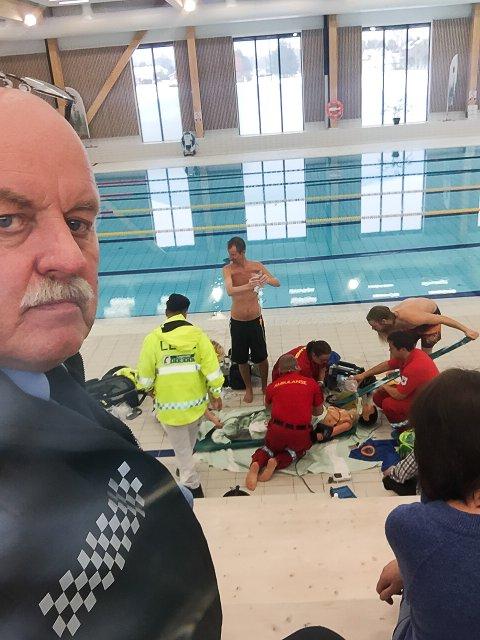 OBSERVERTE: Politikontakt Svein Engen var observatør under øvelsen i Bjørkebadet. Han roser innsatsen som ble lagt ned.