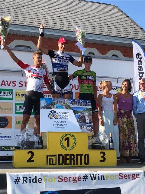 ENDELIG!: En jublende Marius Wold på seierspallens øverste trinn etter seier på avslutningsetappen i det belgiske femdagersrittet på sykkel Ronde van Oost-Vlaanderen. Foto: Privat