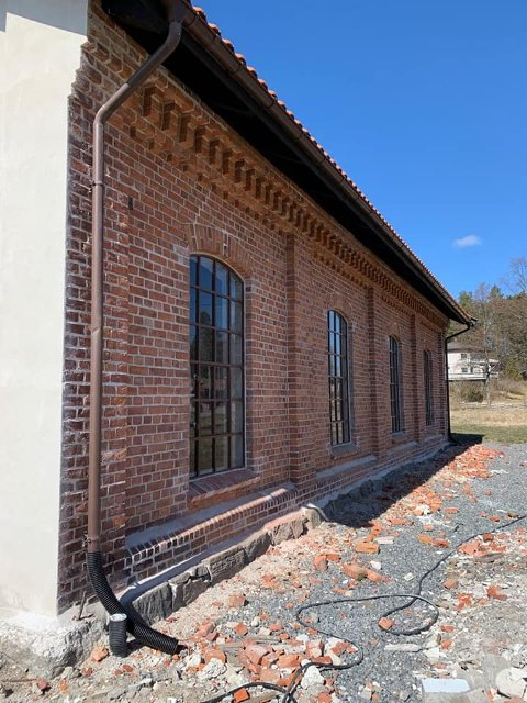 Riksantikvaren har vært inne i bildet under restaureringen av den gamle lokstallen. Nå får den nytt liv!
