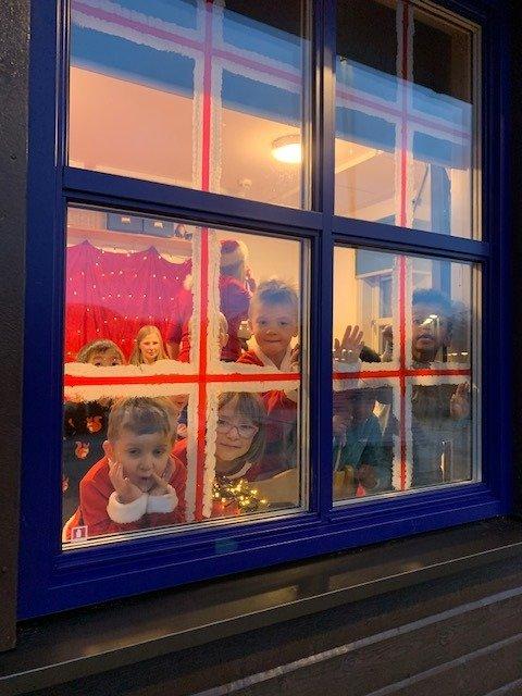 Spente barn i Leland barnehage ventet på julenissen.