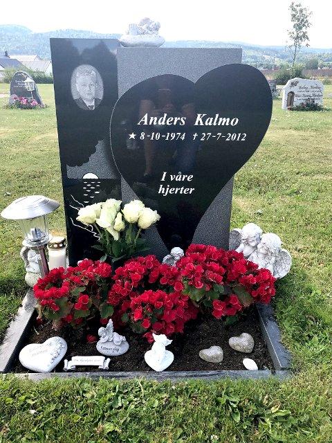 GRAVSTEDET: Anders Kalmo ble knivdrept i Holmestrand for fem år siden.