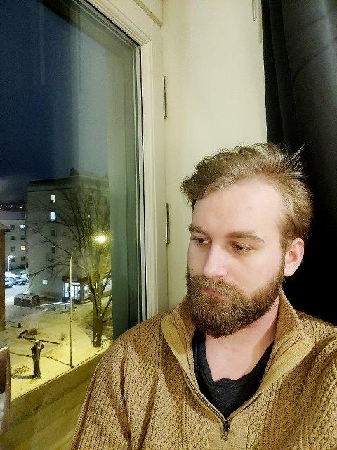 Kjedelig, men nødvendig: Jørgen Nummedal Sveberg (21) fra sitt studentliv i Trondheim, som handler mye om digital læring fra hybelen. Foto: Privat