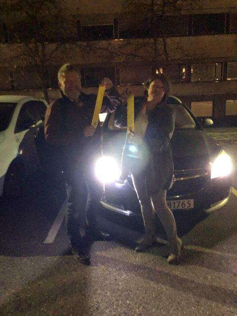 TAR DET MED ET SMIL: MDGs Eirik Ballestad og Senterpartiets Astrid Solberg fikk begge parkeringsbot utenfor rådhuset.