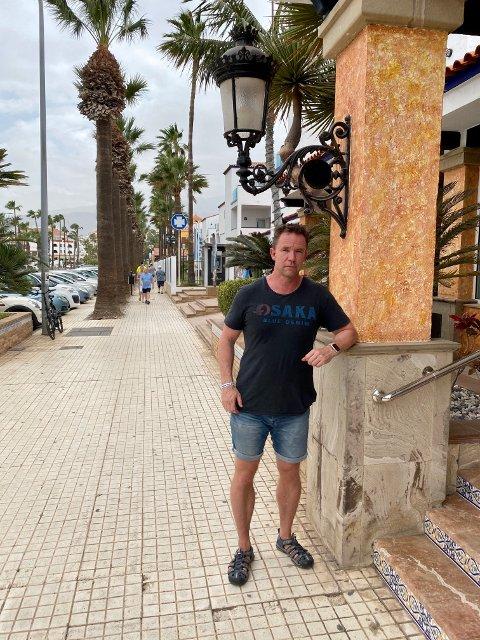 FRUSTRERT: Kommunaldirektør for skole og barnehage i Ullensaker, Yngve Rønning, skulle ha vært på jobb i dag, men er i stedet sandfast på Tenerife.
