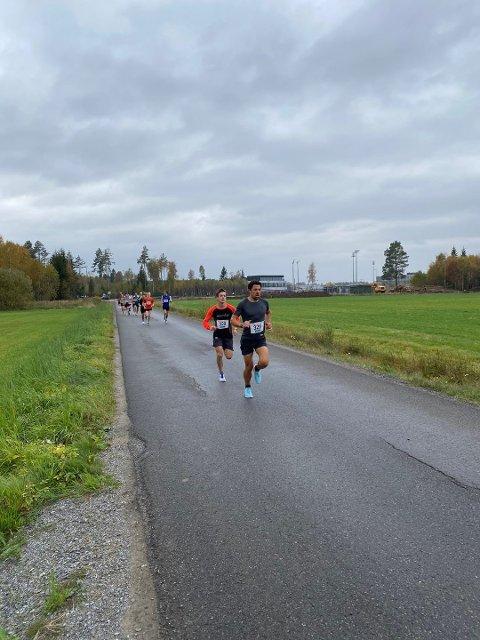 LØP: Komiker Nils-Ingar Aadne skal løpe samboerens minneløp lørdag. Ida Eides Minneløp, som er en del av Norgesløpet på Jessheim, ble startet etter at hun falt om med hjertestans for tre år siden.