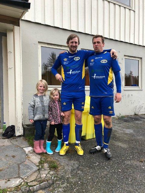 Målscorerne Jon Reidar Haugland og Glenn Tommy Haugen. Med på bildet er også Hauglands to døtre.