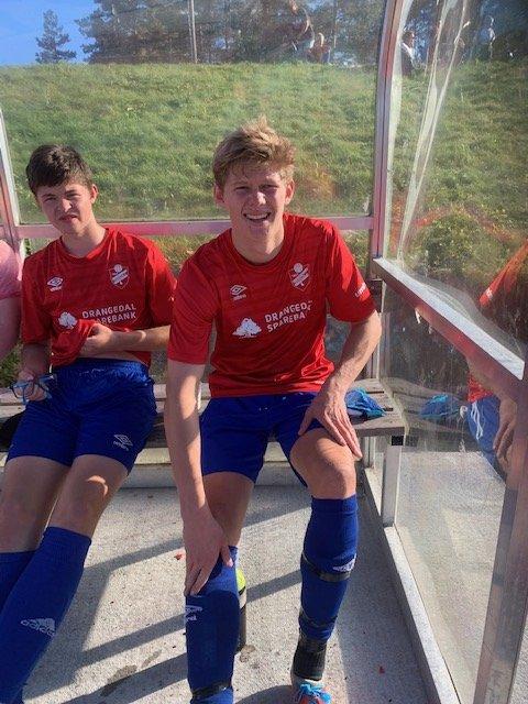 Mathias Esborg (t.h.) sto for tre av Drangedals fire mål i kampen mot Sannidal.
