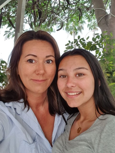 Caroline og Marie Brodahl var på plass i Kragerø onsdag morgen etter å ha vært sandfast i Las Palmas i to døgn.