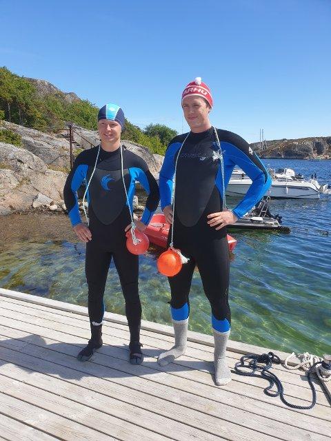 LANG SVØMMETUR: Marius Baggerød fra Horten og Martin Heierstad fra Re har startet svømmeturen fra Portør til Kragerø.