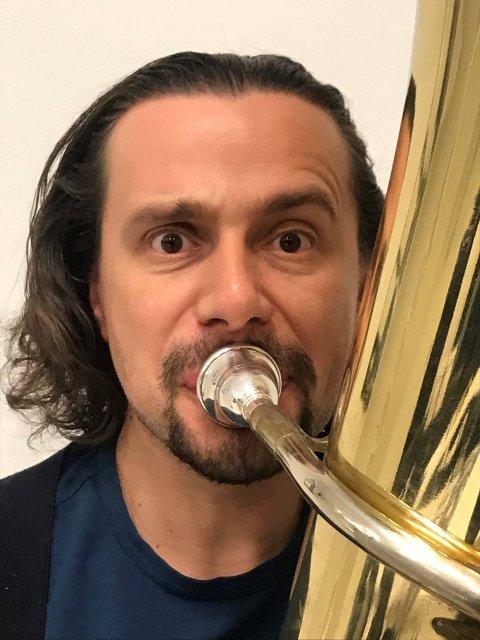 Dmitrii Kuzmin skal spela tuba under konserten. (Foto: Privat).